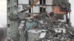 Už nie je čo zachraňovať. Bytovku v Prešove zbúrajú celú