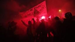 Protesty proti dôchodkovej reforme sa vyostrujú, použili aj plyn