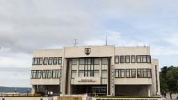 Dlhý zákaz prieskumov nebude, ústavný súd ho pozastavil