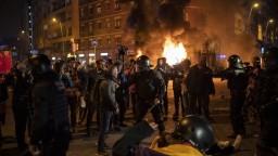 Počas El Clásico demonštrovali separatisti, hlásia zranených