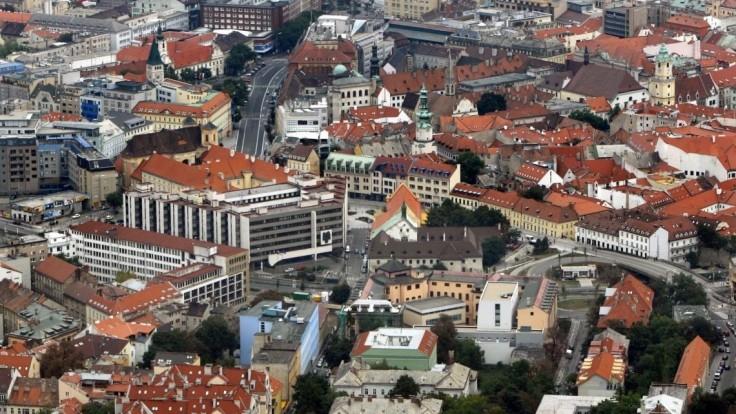 V centre Bratislavy obmedzili večierky, nadránom nenakúpite