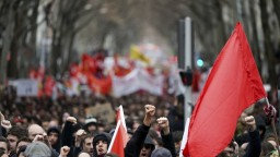 Francúzska vláda a odbory sa nedohodli, vyzvali na veľký protest