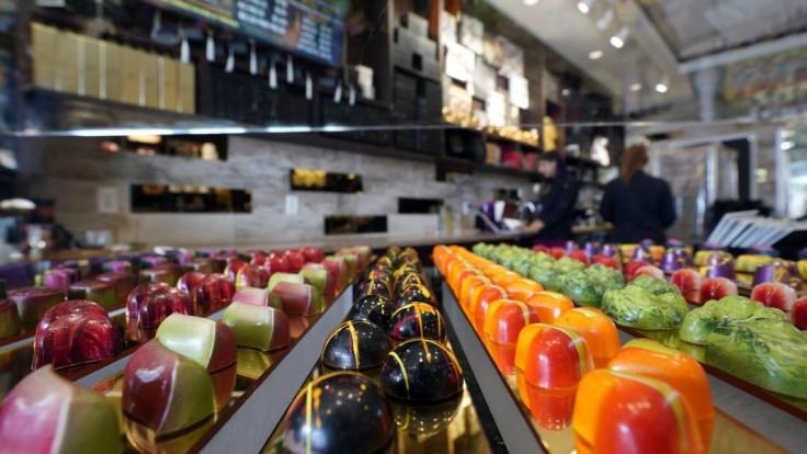 Vynašli novú čokoládu s vlastnosťami chameleóna, hýri farbami