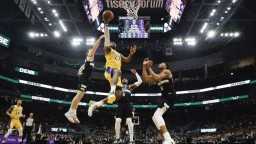 NBA: Najlepšie tímy si zmerali sily, duel lepšie zvládli Bucks
