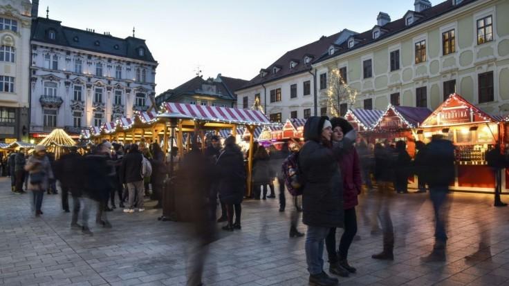 Vianočné trhy skúmala hygiena, našla stafylokoky i jedlo na zemi