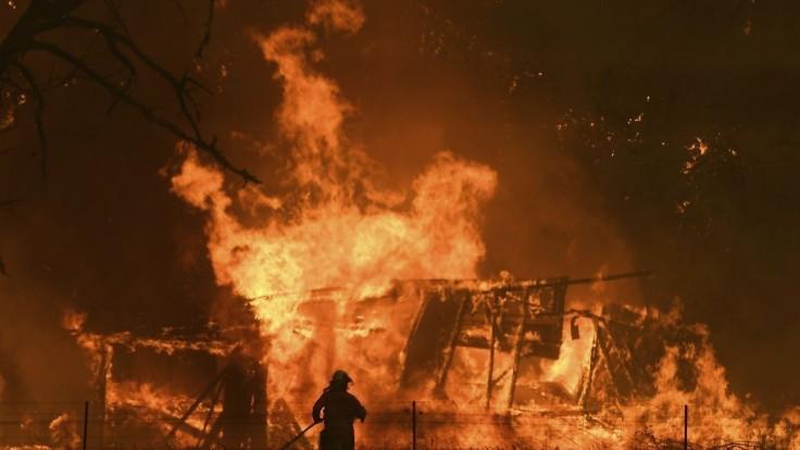 Premiér si zobral dovolenku uprostred požiarov, po kritike ju ukončil