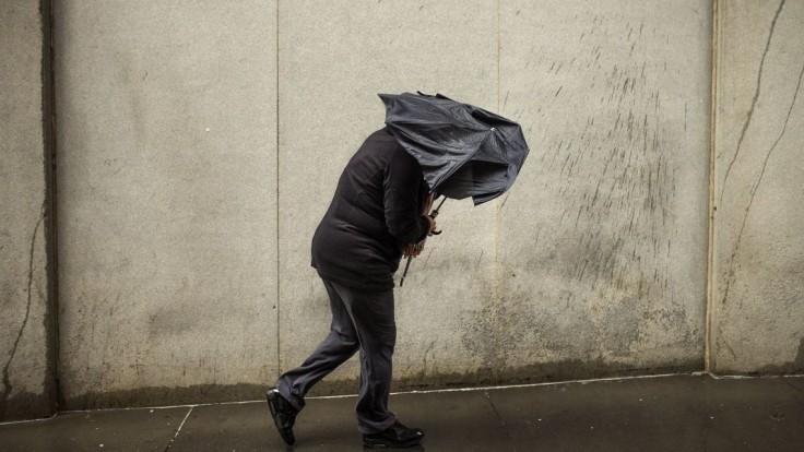 Deň pred Vianocami nás potrápi dážď i silný vietor. Zverejnili, kde