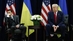 Pomoc pre Ukrajinu zmrazili minúty po telefonáte so Zelenským