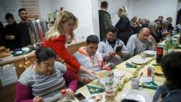 Čaputová navštívila ľudí bez domova, zdôraznila potrebu bytov pre mladých
