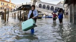 Benátky sú opäť pod vodou, záplavy vystrašili turistov