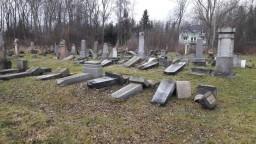 Židia sú zhrození. Na zničené cintoríny reagovala i prezidentka