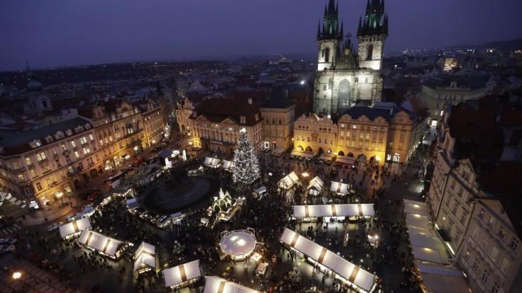 Agresívny muž bodol servírku v Prahe a lúpil, hľadá ho polícia
