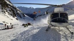 Lavína v Alpách spadla na lyžiarov, zahynuli matka s dcérami
