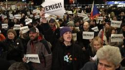 Demonštrácie, ktoré masovo zapĺňali ulice. Aj taký bol rok 2019