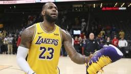 NBA: LeBron pri výhre Lakers prekonal hranicu 9000 asistencií