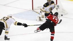 NHL: Bostonu nestačilo 42 zákrokov Haláka, prehral po nájazdoch