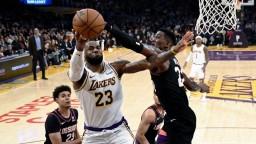 NBA: Tretí triumf Lakers za sebou, poradili si s Phoenixom