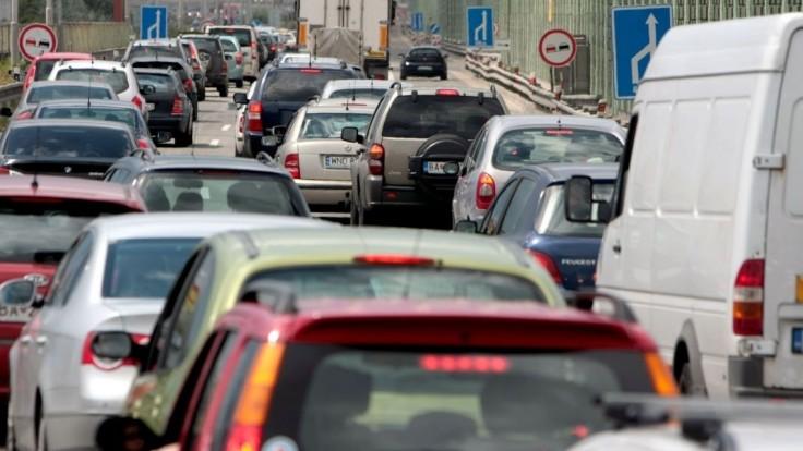 Vodiči pozor. V utorok čakajú Bratislavu rozsiahle obmedzenia