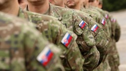 Ak napätie v Iraku stúpne, SNS otvorí otázku stiahnutia vojakov