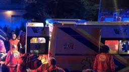 Opitý vodič v noci vrazil do davu turistov, hlásia niekoľko mŕtvych