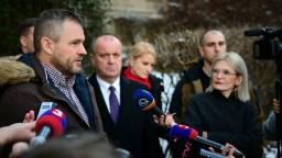 Premiér počká na NATO, evakuácia môže vojakov ohroziť