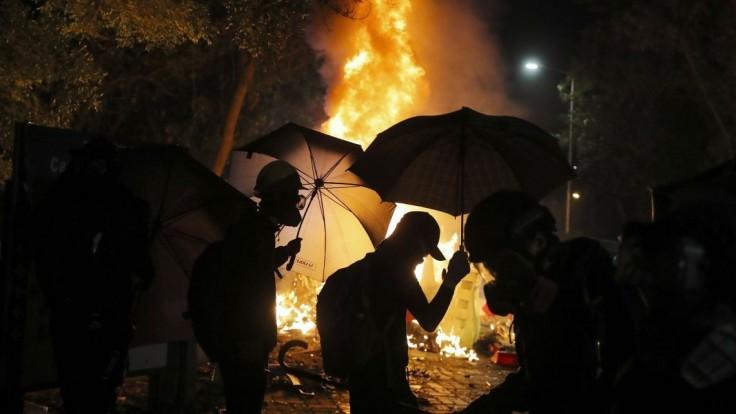 Hongkong chce kontrolovať obsah učebníc, dôvodom je násilie
