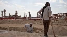 Burzy sa upokojili, cena za barel ropy mierne klesla