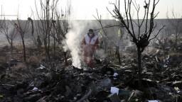 Útok ako príčina havárie ukrajinského lietadla? Zatiaľ to vylučujú