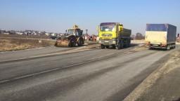 Štrajk kamionistov sa rozšíril na východ krajiny, zablokovali cestu