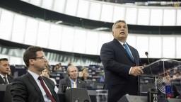 Tlak migrantov opäť stúpa, Orbán požiada o pomoc krajiny V4