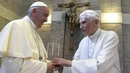 Celibát má význam. Emeritný pápež Benedikt varuje Františka