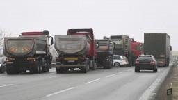 Kamionisti uvoľnili cesty a priechody, reagujú na výzvu premiéra