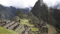 Turista rozoberal Chrám Slnka v Stratenom meste Inkov