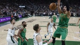 NBA: Milwaukee zdolalo Boston a vyhralo piaty duel v sérii