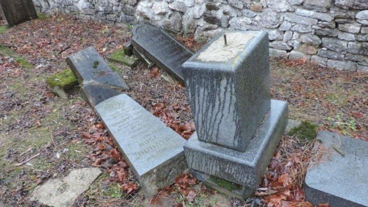 Zistili, kto zničil židovský cintorín na severe Slovenska
