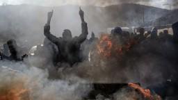 V preplnenom tábore došlo k úmrtiam, migranti protestovali