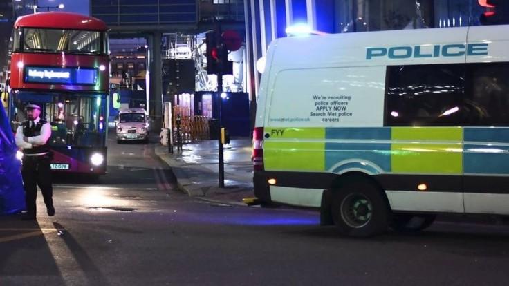 V Londýne našli troch dobodaných mužov, zrejme išlo o vraždu