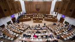 Rokovanie NR SR o opozičných návrhoch i  zákone o pozemkoch