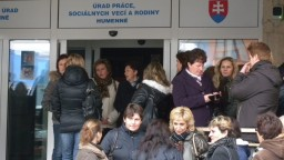 Slovenská ekonomika sa spomalila, no veľké prepúšťanie nehrozí