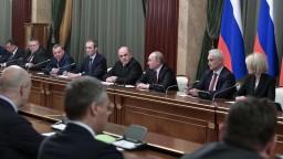Putin vymenoval novú vládu, niektorí si svoje pozície udržali