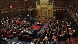 Lordi hlasovali o brexitovom zákone, schválili dodatky