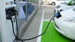 Dotácie na elektromobily stále nerozdali. Preverujú žiadosti