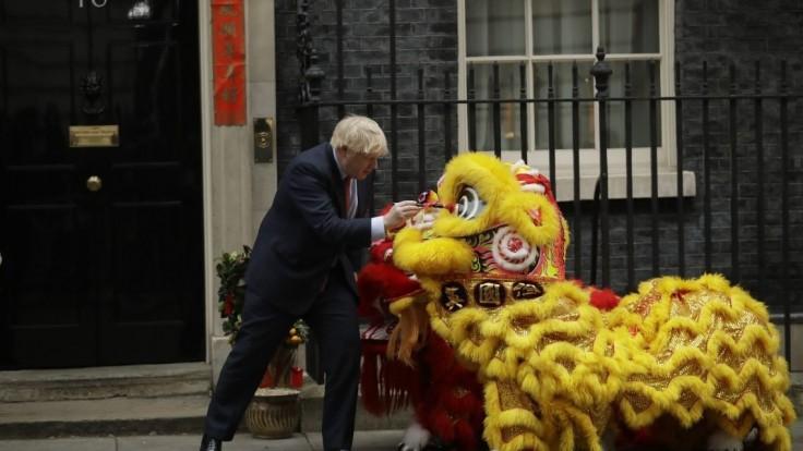 O krok bližšie k brexitu. Johnson podpísal rozvodovú dohodu