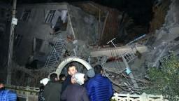Obetí zemetrasenia pribúda, Turecko pomoc zahraničia nežiada