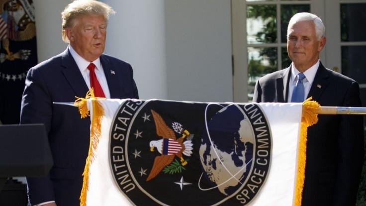 To je Star Trek? Na logu Trumpových Vesmírnych síl sa smejú