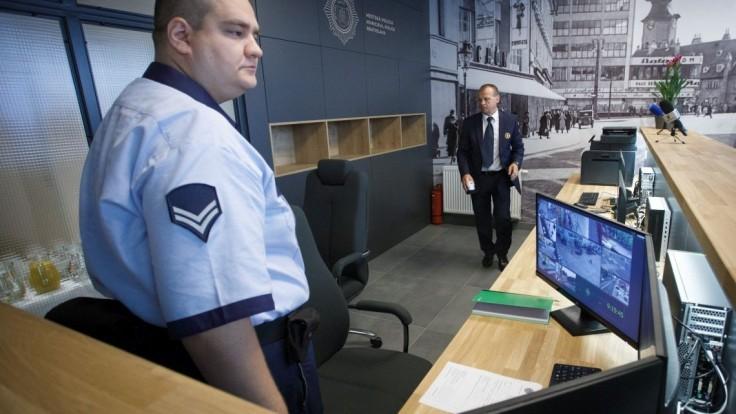 Do ulíc Bratislavy po krvavých incidentoch nasadia viac policajtov