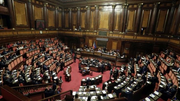 V Taliansku bude referendum o poslancoch, chcú skresať ich počet