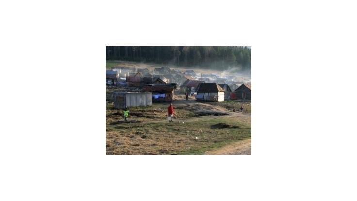 Hlina chce presadiť rokovanie parlamentu v rómskej osade