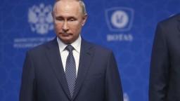 Putina v ruskom prieskume dôvery predbehli dvaja iní politici