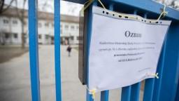 Zrušili omše, väzni šijú rúška, Slovenka prehovorila o Taliansku